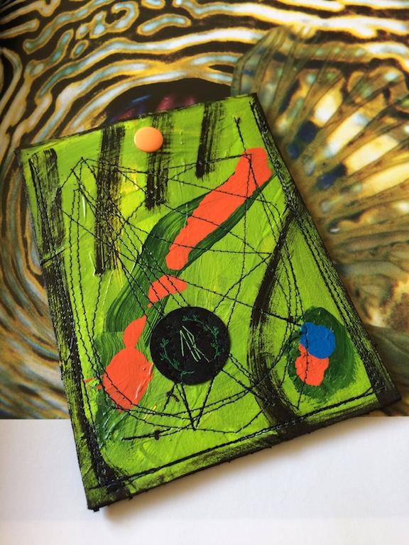 Carteira de Confecção artesanal – Reutilização de resíduos descartados de estofarias locais.